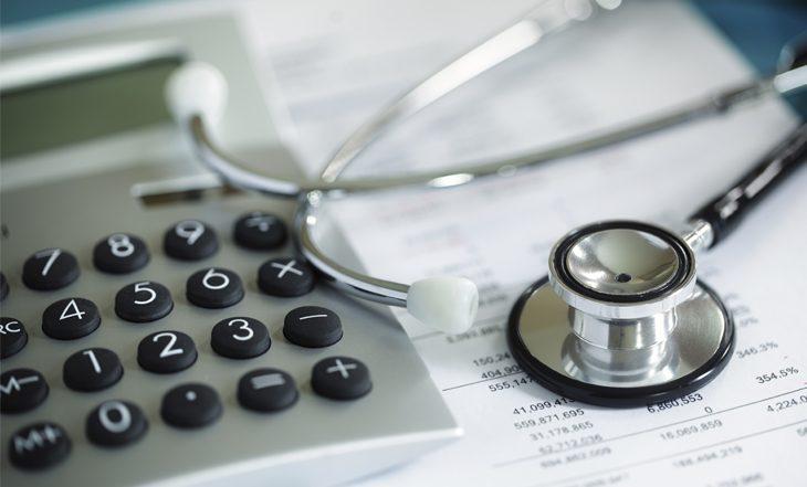 Plano de saúde deve pagar despesas hospitalares de acompanhante de paciente idoso