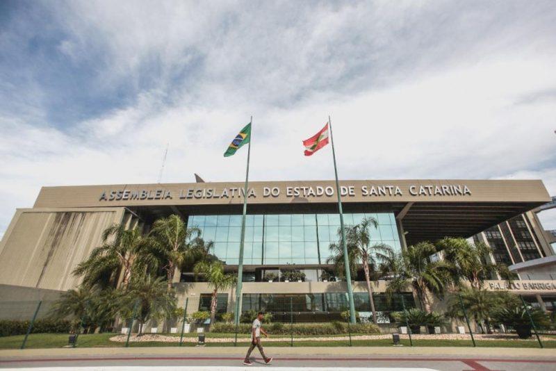 Plenário admite PEC que proíbe pedágios para entrar em cidades