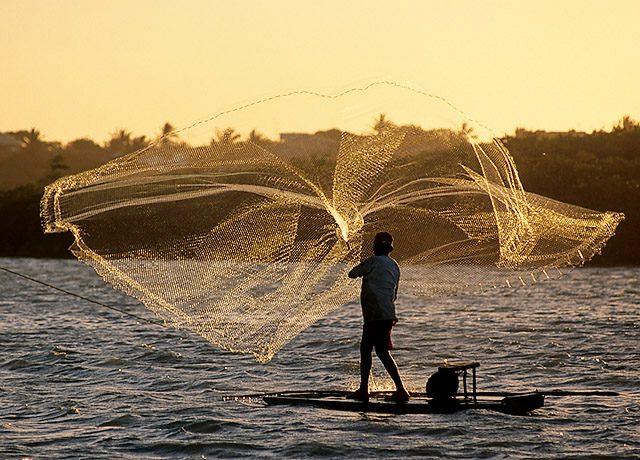 Audiência judicial busca acordo da Samarco/Vale com pescadores de Anchieta