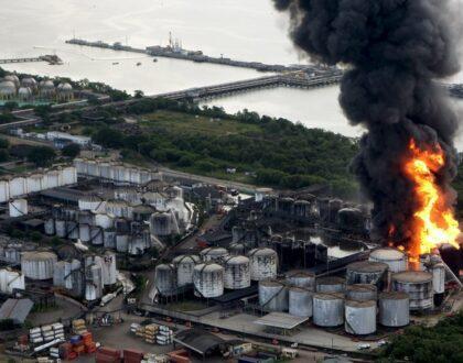Centenas de pescadores pedem indenização após incêndio em Santos