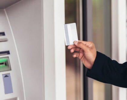 Cuidado com cartão e senha do banco