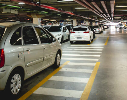 Consumidor deve ser indenizado por dano ou furto em estacionamento