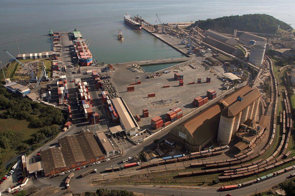 Armazenamento de cargas em terminal portuário alfandegado está sujeito a ISSQN