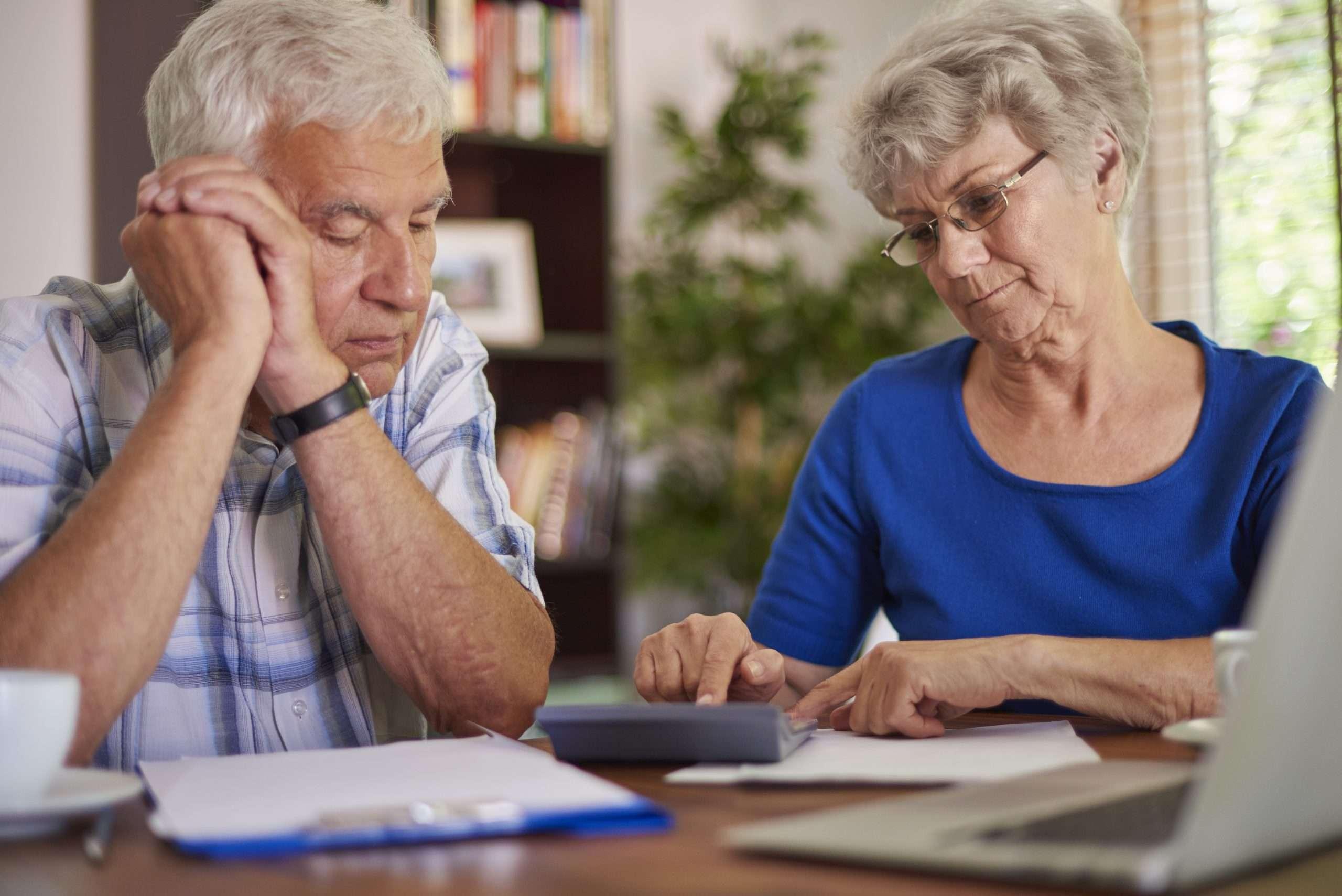 Pode bloquear aposentadoria para pagar dívida?